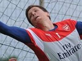 Arsenal keeper Wojciech Sczcesny uses innovative new training technique