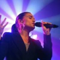 "Watch Jessie Ware Debut ""Champagne Kisses"" In Poland"