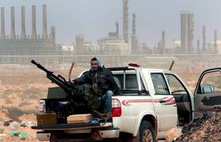 Islamist groups seize Libya military base in Benghazi