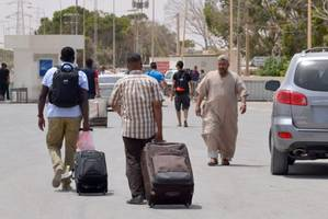 Up to 6,000 Libyans flee into Tunisia to escape violence